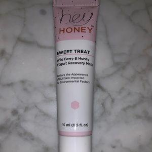 ipsy Makeup - *Brand New* Skincare Bundle w/ Ipsy Makeup Bag